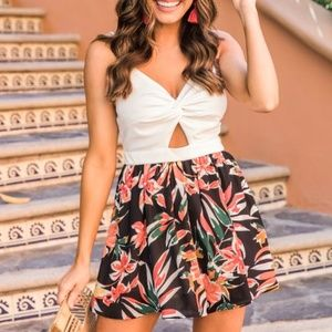Tropical Floral Romper NWOT Pink Lily Boutique